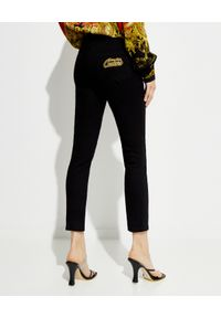 Versace Jeans Couture - VERSACE JEANS COUTURE - Czarne spodnie jeansowe. Kolor: czarny. Długość: długie. Styl: klasyczny