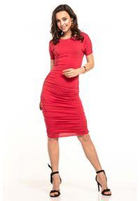 Tessita - Czerwona Dopasowana Midi Sukienka z Drapowaniami. Kolor: czerwony. Materiał: wiskoza, akryl, elastan. Długość: midi