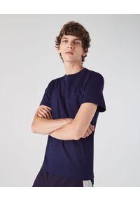 Lacoste - LACOSTE - Granatowy t-shirt z okrągłym dekoltem Regular Fit. Okazja: na co dzień. Kolor: niebieski. Materiał: bawełna, jeans. Styl: klasyczny, casual