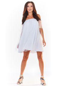 Biała sukienka wizytowa Awama w grochy, z dekoltem typu hiszpanka