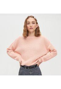 Różowy sweter Cropp z dekoltem w serek