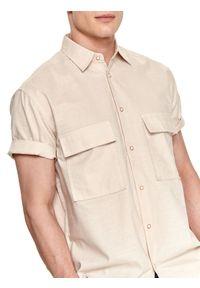 TOP SECRET - Koszula z lnem. Okazja: na co dzień. Kolor: beżowy. Materiał: len. Długość rękawa: krótki rękaw. Długość: krótkie. Sezon: lato. Styl: wakacyjny, casual #6