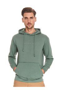 TOP SECRET - Bluza męska kangurka. Okazja: na co dzień. Kolor: zielony. Materiał: tkanina, bawełna. Długość rękawa: długi rękaw. Długość: długie. Sezon: lato. Styl: casual