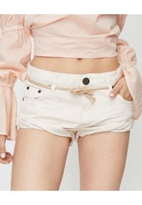 ONETEASPOON - Beżowe spodenki Bandits. Stan: obniżony. Kolor: beżowy. Materiał: jeans, bawełna, zamsz. Wzór: aplikacja. Sezon: lato