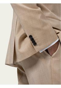 Beżowy garnitur Hugo