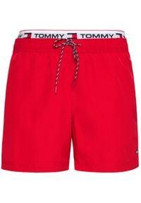 TOMMY HILFIGER - Tommy Hilfiger Szorty kąpielowe UM0UM02043 Czerwony Regular Fit. Kolor: czerwony