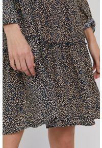 Jacqueline de Yong - Sukienka. Okazja: na co dzień. Kolor: niebieski. Długość rękawa: długi rękaw. Typ sukienki: proste. Styl: casual