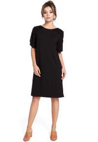 Czarna sukienka z falbanami MOE z falbankami