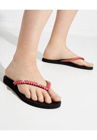 MYSTIQUE SHOES - Różowe japonki z kryształami. Kolor: czarny. Materiał: guma. Wzór: paski, aplikacja. Szerokość buta: średnie