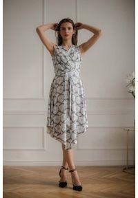 Figl - Asymetryczna Sukienka z Kopertowym Dekoltem - Wzór 114. Materiał: poliester, elastan. Typ sukienki: asymetryczne, kopertowe