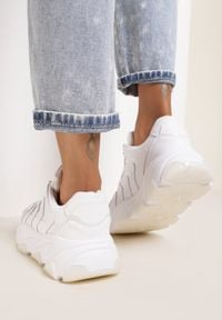 Renee - Białe Sneakersy Rhethishia. Kolor: biały