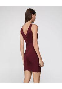 HERVE LEGER - Bandażowa sukienka w kolorze bordowym. Kolor: czerwony. Materiał: tkanina. Wzór: prążki. Długość: mini