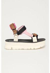 Kremowe sandały Camper na rzepy, na obcasie, gładkie, na średnim obcasie