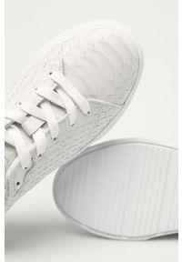 Białe sneakersy GANT na sznurówki, na średnim obcasie, na obcasie