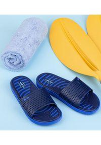 LANO - Klapki męskie basenowe Lano KL-4-6168-3 Granatowe. Okazja: na plażę. Zapięcie: bez zapięcia. Kolor: niebieski. Materiał: guma. Obcas: na obcasie. Wysokość obcasa: niski. Sport: pływanie