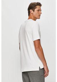 Biały t-shirt Calvin Klein na co dzień, casualowy, z nadrukiem, z okrągłym kołnierzem