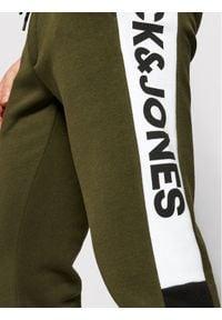 Jack & Jones - Jack&Jones Spodnie dresowe Will 12197199 Zielony Regular Fit. Kolor: zielony. Materiał: dresówka #7
