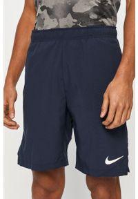Niebieskie szorty Nike sportowe, na co dzień