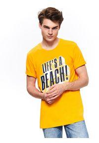 TOP SECRET - T-shirt z wakacyjnym nadrukiem. Kolor: pomarańczowy. Długość rękawa: krótki rękaw. Długość: krótkie. Wzór: nadruk. Sezon: jesień, zima. Styl: wakacyjny
