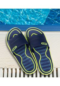 Niebieskie klapki na basen LANO młodzieżowe, w kolorowe wzory, na plażę