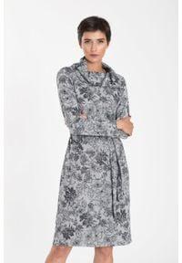 Greenpoint - Sukienka dzianinowa z golfem i paskiem w talii. Typ kołnierza: golf. Materiał: dzianina