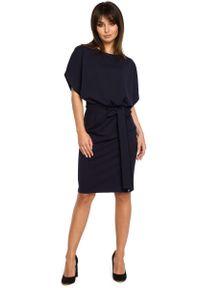 MOE - Granatowa Sukienka Przewiązana Paskiem z Nietoperzowym Krótkim Rękawem. Kolor: niebieski. Materiał: bawełna, elastan. Długość rękawa: krótki rękaw