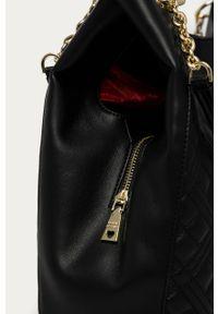 Czarna shopperka Love Moschino skórzana, z aplikacjami, z aplikacjami