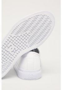 Białe tenisówki DC z okrągłym noskiem, na sznurówki, na obcasie, z cholewką