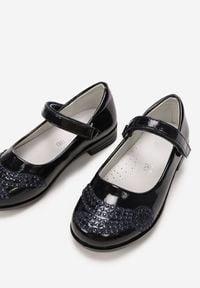 Born2be - Granatowe Balerinki Fyrelesha. Okazja: na co dzień. Nosek buta: okrągły. Zapięcie: rzepy. Kolor: niebieski. Materiał: skóra, lakier. Wzór: aplikacja. Styl: casual