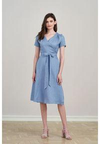 Marie Zélie - Sukienka Duilin lniana szaroniebieska. Kolor: niebieski. Materiał: len. Długość rękawa: krótki rękaw. Typ sukienki: kopertowe