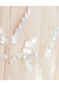 NEEDLE & THREAD - Sukienka maxi Sweet Marie. Typ kołnierza: dekolt na plecach. Kolor: wielokolorowy, różowy, fioletowy. Materiał: szyfon, tiul, koronka, materiał. Wzór: haft, aplikacja, kwiaty. Typ sukienki: rozkloszowane. Długość: maxi