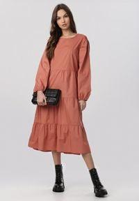 Born2be - Łososiowa Sukienka Hyrevera. Kolor: różowy. Długość rękawa: długi rękaw. Długość: midi