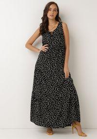 Born2be - Czarna Sukienka Aigamia. Kolor: czarny. Materiał: tkanina, wiskoza. Długość rękawa: bez rękawów. Wzór: kropki. Sezon: lato. Długość: maxi