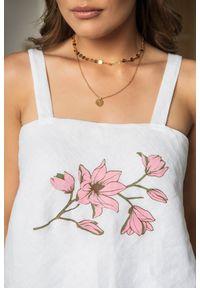 Biały top VEVA w kwiaty, z dekoltem na plecach, na ramiączkach, na lato