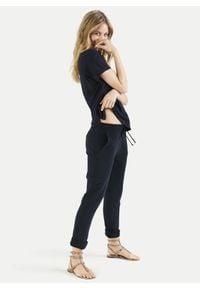 Spodnie dresowe cargo Juvia. Kolor: czarny. Materiał: dresówka