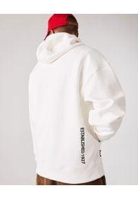 Lacoste - LACOSTE - Biała bluza z kapturem. Okazja: na co dzień. Typ kołnierza: kaptur. Kolor: biały. Materiał: jeans. Długość: długie. Wzór: haft. Styl: sportowy, casual