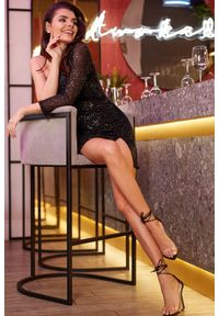 e-margeritka - Sukienka z cekinami mini czarna - s. Okazja: na sylwestra, na imprezę, na karnawał. Kolor: czarny. Materiał: poliester, elastan. Typ sukienki: asymetryczne, dopasowane. Długość: mini