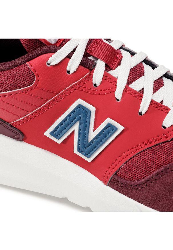 Czerwone buty sportowe New Balance z cholewką