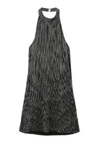 TOP SECRET - Srebrna sukienka plisowana, z dekoltem halter, z odkrytymi plecami. Okazja: na imprezę. Typ kołnierza: dekolt halter. Kolor: srebrny. Materiał: materiał. Wzór: prążki. Sezon: jesień, zima. Typ sukienki: proste. Styl: elegancki