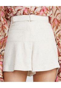 ACLER - Białe szorty Hanbury. Stan: podwyższony. Kolor: biały. Materiał: bawełna, tkanina. Wzór: melanż. Sezon: lato. Styl: klasyczny, elegancki