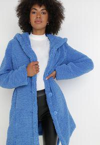 Born2be - Niebieska Kurtka Abamis. Kolor: niebieski. Materiał: tkanina, futro, materiał