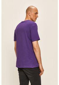 Fioletowy t-shirt columbia na co dzień, z nadrukiem, casualowy, z okrągłym kołnierzem