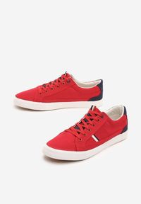 Czerwone tenisówki Born2be