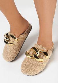 Born2be - Beżowe Klapki Athelanie. Nosek buta: okrągły. Kolor: beżowy. Materiał: futro, materiał
