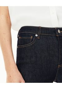 Lacoste - LACOSTE - Elastyczne spodnie skinny z haftem krokodyla. Stan: podwyższony. Kolor: czarny. Wzór: haft