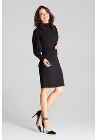 Lenitif - Elegancka sukienka ze stójką i bufiastymi rękawami czarna. Okazja: do pracy. Typ kołnierza: kołnierzyk stójkowy. Kolor: czarny. Długość rękawa: długi rękaw. Styl: elegancki. Długość: midi