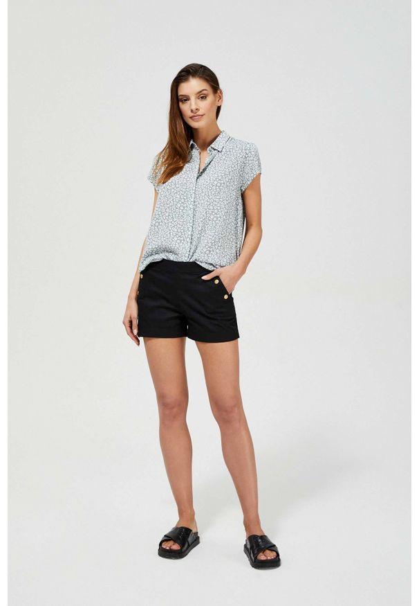 MOODO - Szorty z ozdobnymi guzikami. Materiał: bawełna, jeans, elastan, guma. Wzór: gładki