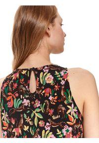 DRYWASH - Sukienka mini w kwiaty. Kolor: czarny. Materiał: dzianina. Długość rękawa: na ramiączkach. Wzór: kwiaty. Sezon: lato. Styl: wakacyjny. Długość: mini