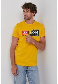 Diesel - T-shirt/polo 00SDP1.0091A. Okazja: na co dzień. Typ kołnierza: polo. Kolor: pomarańczowy. Materiał: dzianina. Wzór: nadruk. Styl: casual