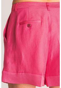TwinSet - Różowe szorty Twinset Provoca. Stan: podwyższony. Kolor: różowy. Długość: krótkie. Sezon: lato. Styl: rockowy, klasyczny
